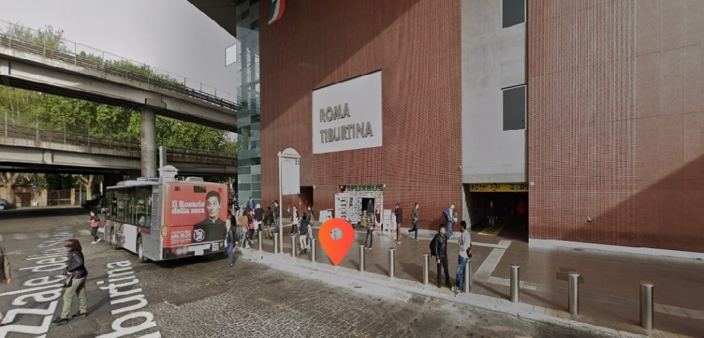 Tiburtina_Rome_station_rental_vespa_motorbike_scooter